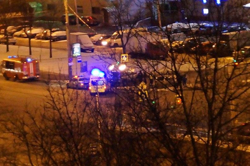 11 августа около 2200 произошло дтп на углу дунайского пр и будапештской улицы