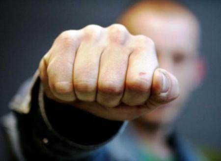 ВКупчино задержанный мужчина разбил лицо полицейскому