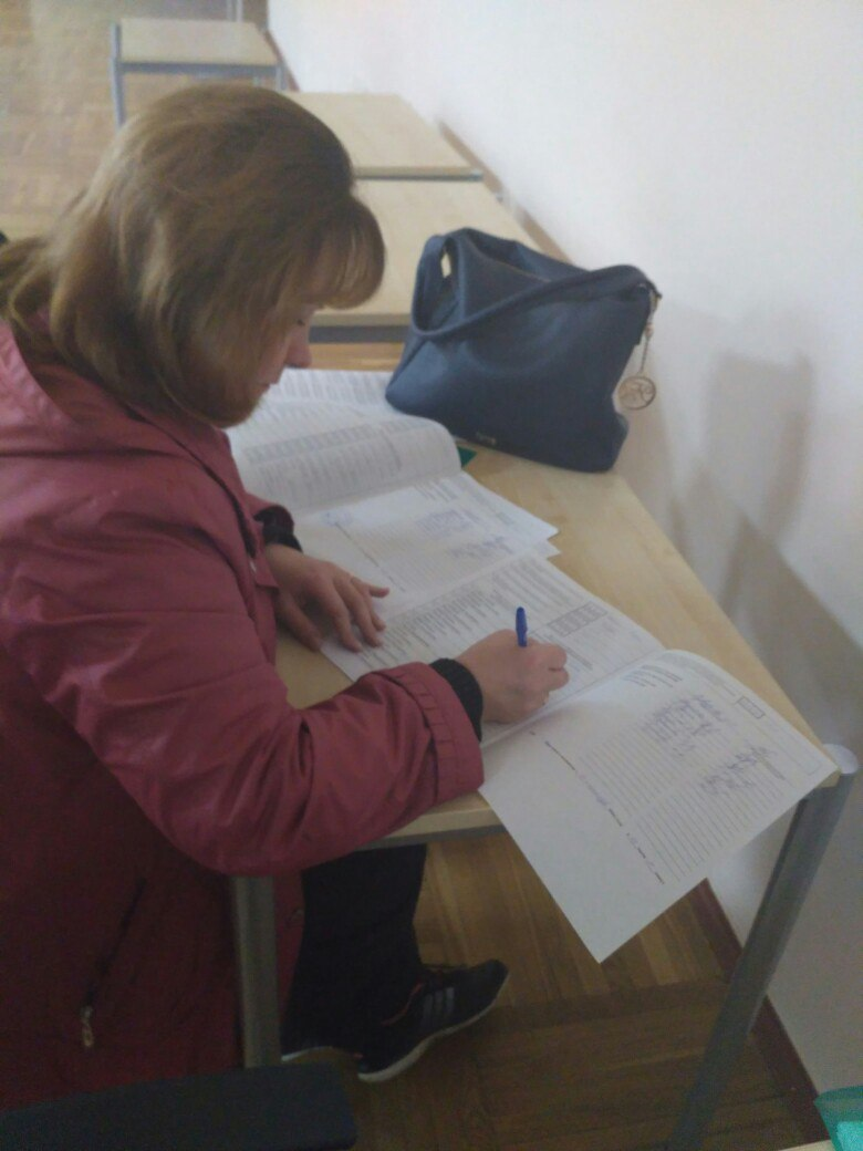 Заполнение уже подписанного протокола в территориальной избирательной комиссии.