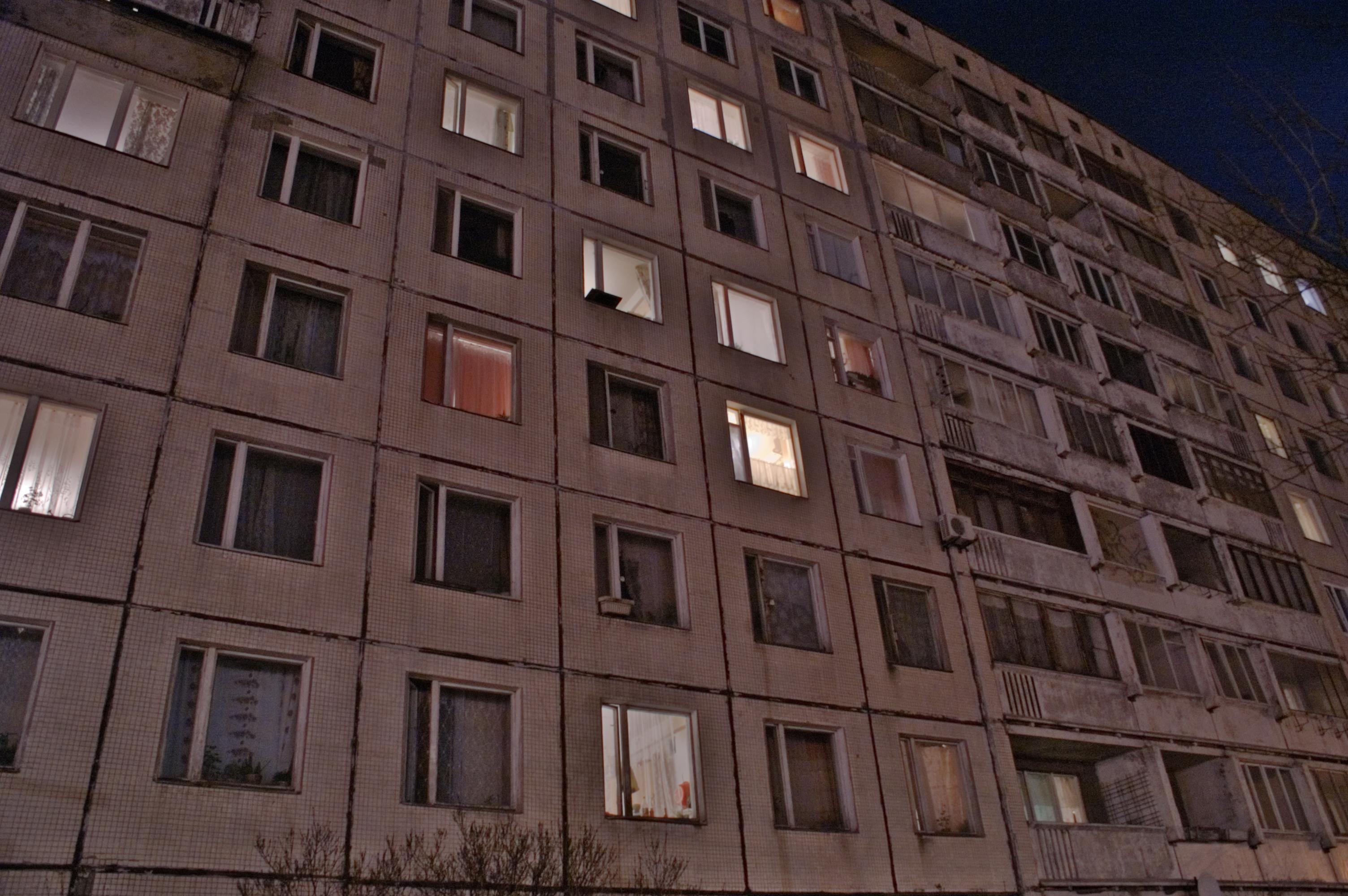 18-летний петербуржец упал изокна на6 этаже