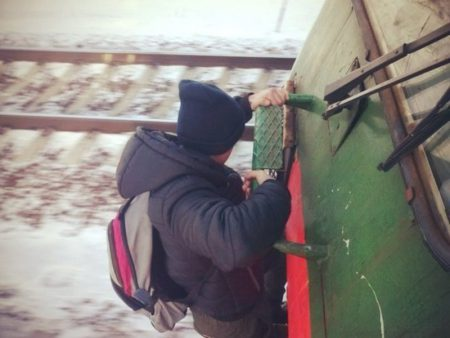 Школьника-зацепера сняли сэлектрички вКупчино