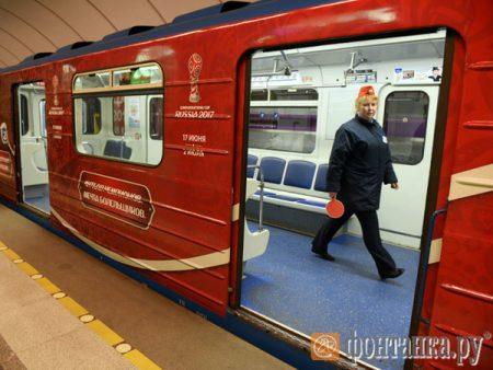 Тематический поезд, посвященный Кубку конфедераций, запущен вметро Петербурга