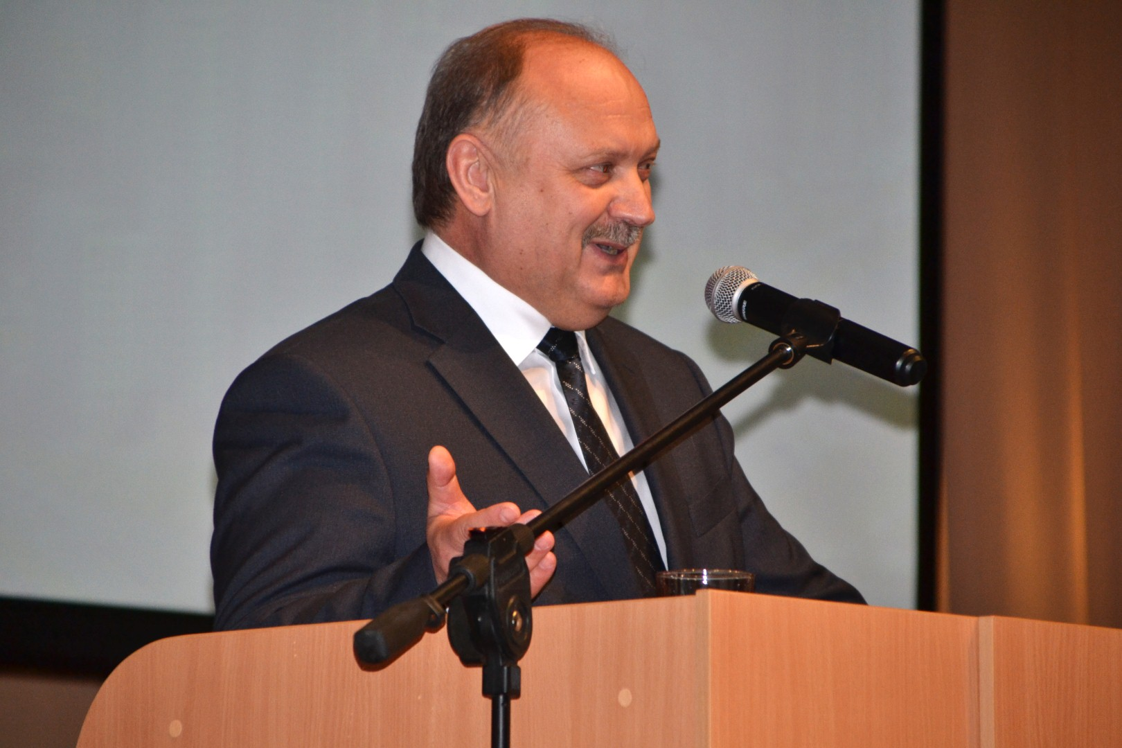 Вице-губернатор Бондаренко